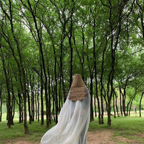 Katayoun Bahrami, Green Dimensions, 2020. Crochet, knitted hemp yarn, 54 x 21 inches (cover), 22 x 41 inches (veil).