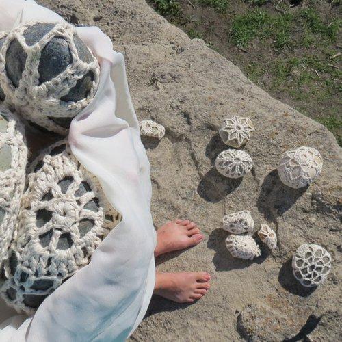 Katayoun Bahrami, Quest, 2019 (still). Video installation, crochet, stones, dimensions vary.