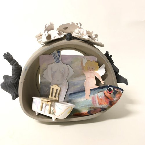 Esli Oliva, Mujer Divina. Ceramics, paper, found objects. Courtesy of the artist.