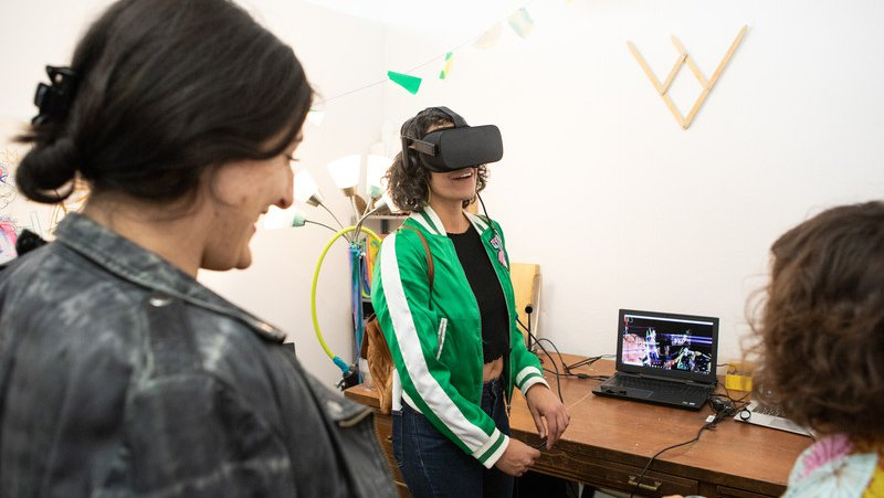 Guest try MFA of Fine Arts student Judith Navratil's VR artwork during the MFA Open Studios_feature_MB