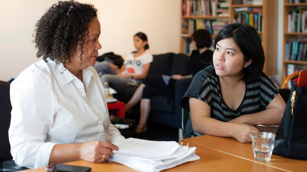 Writing faculty meets with student_humanities + sciences feature_MB
